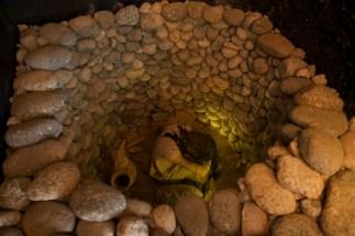VALLEE CALCHAQUIE / Molinos - reconstitution d'une tombe calchaquies