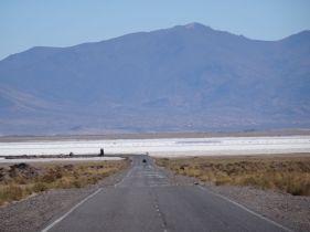 Route entre Purmamarca et Susques. Au loin les Salinas Grandes