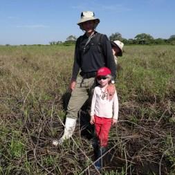 PN MADIDI / Dans les marais de la pampa : la fine équipe armée pour la chasse à l'anaconda. Même pas peur !