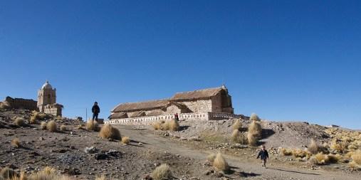 PN SAJAMA / Eglise au toit de chaume