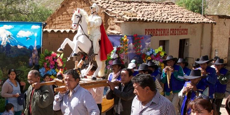 PN TOROTORO / Fête du village : procession religieuse
