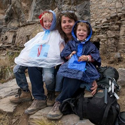 CANYON DE COLCA / Balade sur les hauteurs de Coporaque : Anna et Nils inaugure leur nouveau poncho