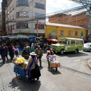 LA PAZ / Une vendeuse d'ananas