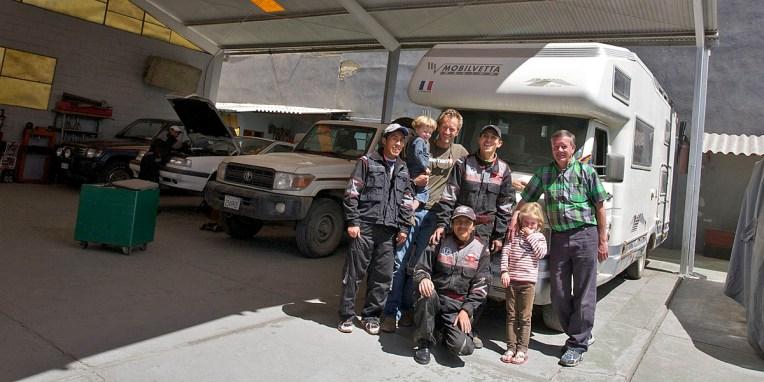 LA PAZ / Ernesto et son équipe de mécanos