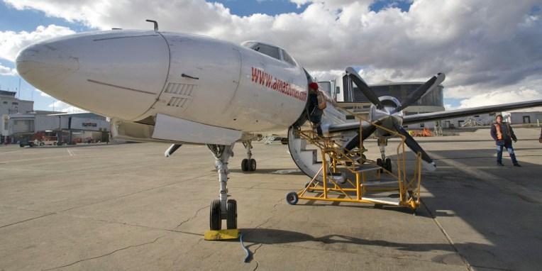 LA PAZ / Le petit coucou qui nous fera passer de 4000 à 200 m d'altitude, après avoir percé un plafond de nuages à 6000m. Ouf !
