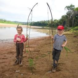 PN MADIDI / Anne et Ellie prêtent pour la pêche