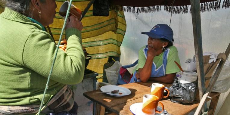 SAQUISILI / Pause au comedor du marché