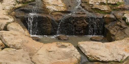 SAN AGUSTIN / Parc archéologique : fontaine creusée dans le lit d'une rivière où était sacrifiés des humains