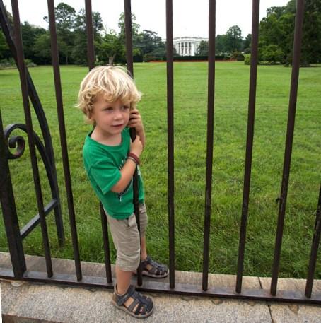 WASHINGTON / Nils a tenté une entrée en douce dans la maison blanche mais l'avons rattrapé à temps…