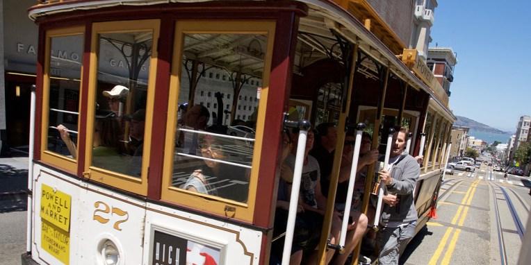 SAN FRANCISCO / L'une des icônes de SF : le cable car ou tramway à traction par câble parmi les derniers du monde à être opérationnels en permanence