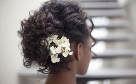 Penteados-para-festas-15-anos-2017-com-detalhes-de-flores