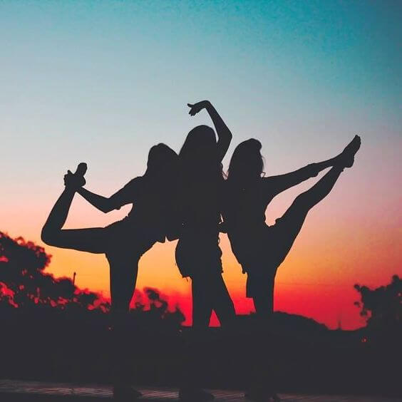contorno-trio-de-amigas