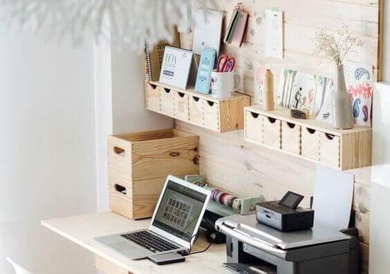 5-maneiras-de-organizar-sua-mesa-de-estudo-pratileiras