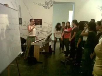 2012'VIII. El Salvador. Ensayando con el Vocal Cordis en el Museo de Santa Tecla - foto 2