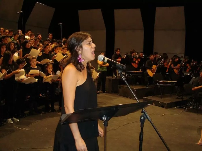 2012'VIII. El Salvador. Ensayo en el Teatro Presidente - Egly Larreinaga, solista