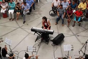 2017'II'21. San Salvador. Concierto en el Mercado Cuscatlán - 2017'II'21. San Salvador. Concierto en el Mercado Cuscatlán - concierto - 6 - con público