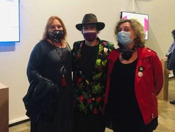 Con la comisaria Nuria Blaya y la performer Lucía Peiró
