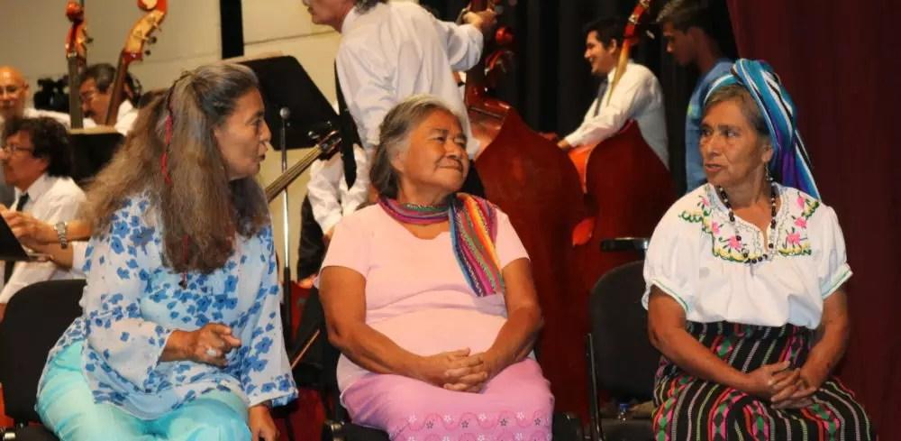 Teatro Presidente, San Salvador, 2017. Guadalupe Estrada, Antonia Ramírez y Elva Pérez.