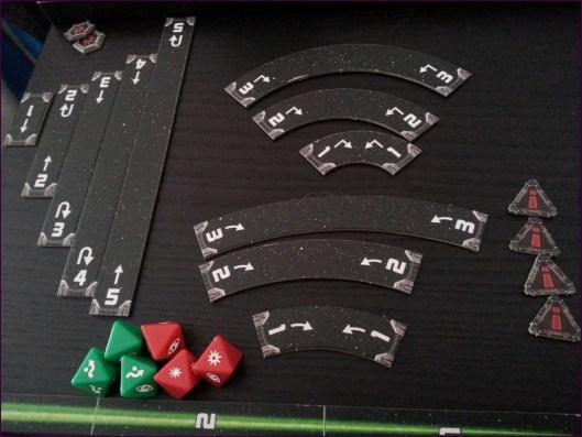 Dados, reglas para mover y medidor de distancia de ataque