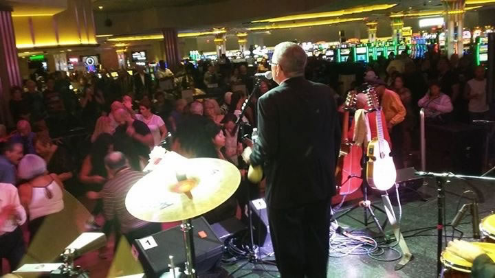 JuanMa-singing-backstage-shot-facing-audience-Empire-City-Yonkers-Raceway-Casino