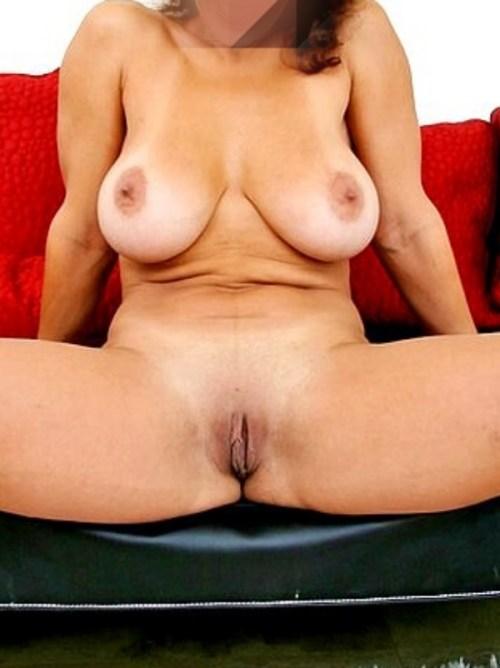 Amelia visar sin nyrakade fitta