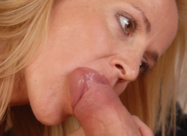 tjejer suger kuk erotik för par