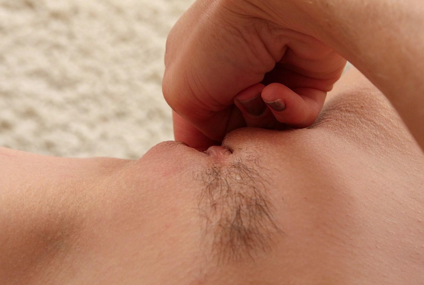 stimulera klitoris erotisk massage stockholm