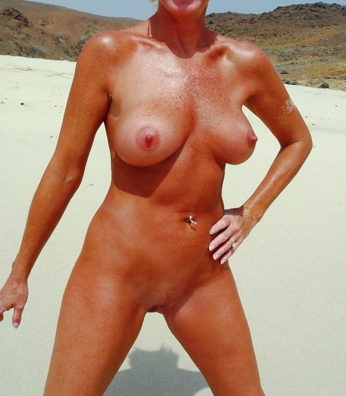 Bella är en naken badbrud