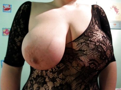 Lotta med sina tunga bröst