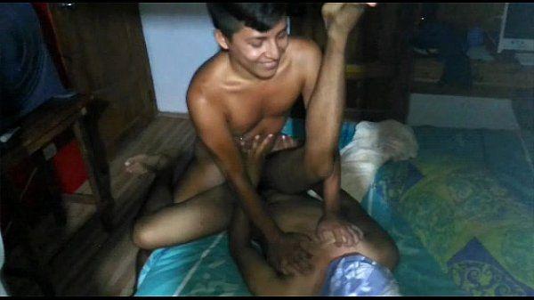Menino pegador comendo um cuzinho virgem