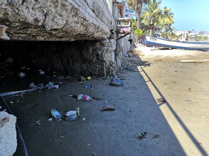 Basura en playas de Mazatlán