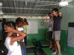 Bailando la macarena en clase