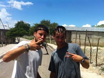 Con peinados dominicanos