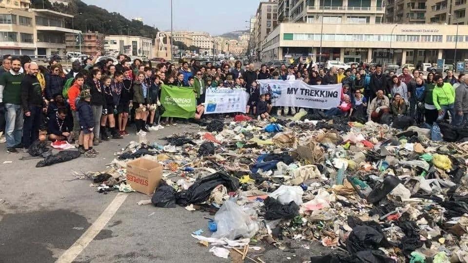 Pulizia della spiaggia a Genova