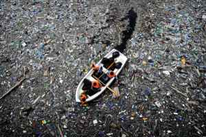 Garbage in the ocean / Great Pacific Garbage Patch. Image from Cookiesound (see the link to the post below).