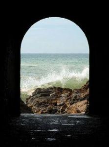 The tunnel of São Martinho do Porto, Portugal. PD image by Alvesgaspar via WikiCommons.