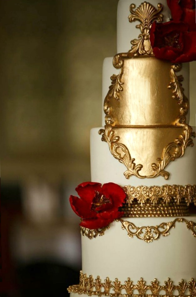 Red And Gold Cake Designs