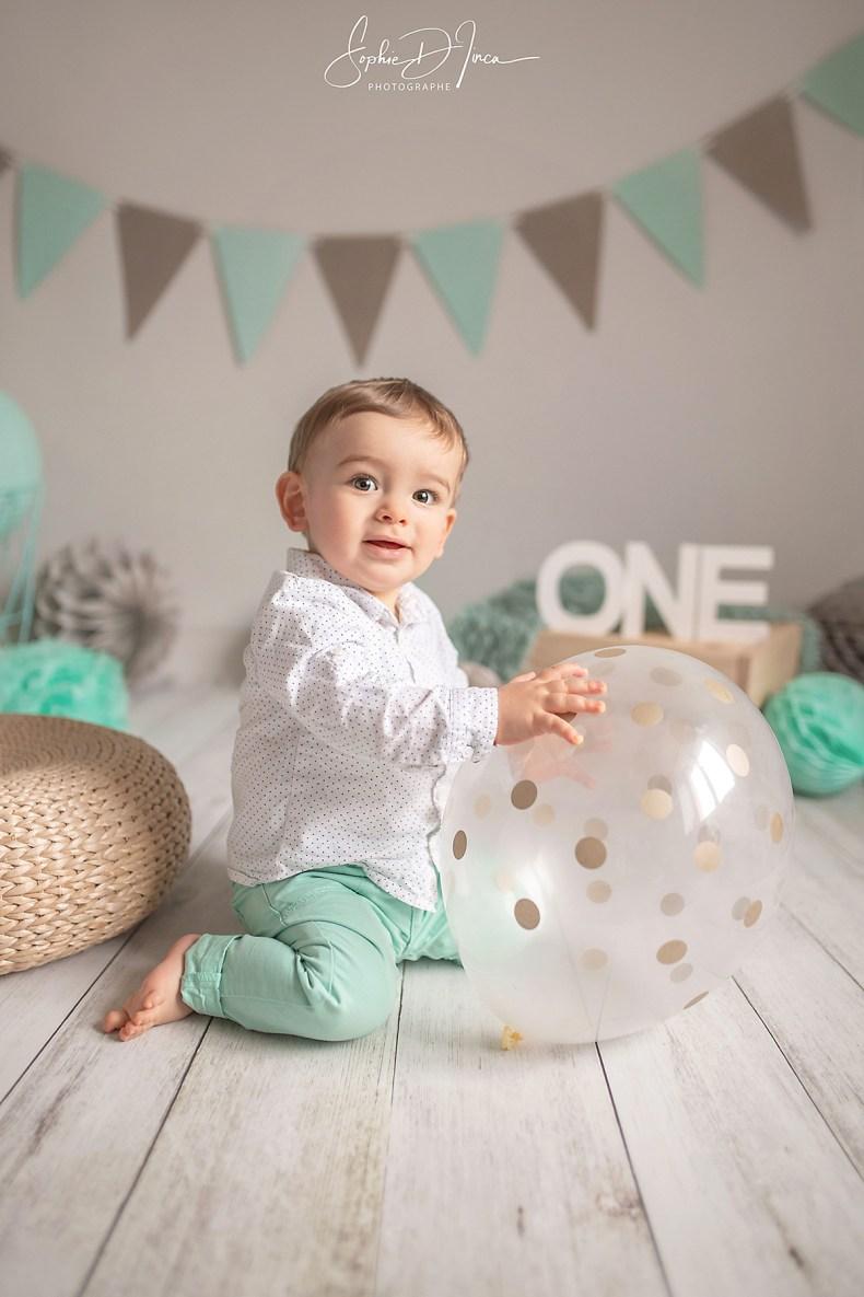 séance- photo- enfant- anniversaire- couleurs naturelles- beige et menthe- Photographe Malestroit