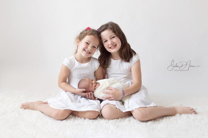 Photographe- enfants- famille- naissance- fond blanc- pure- studio- Morbihan- Redon