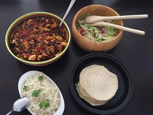 Tortilla's met pittige Mexicaanse gehakt-groente schotel