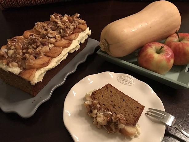 Pompoencake met appel, roomkaas en noten-karamel
