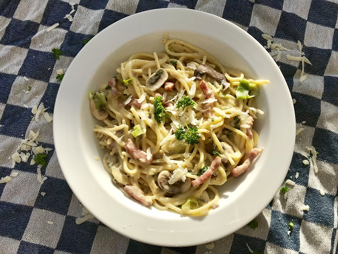 Spaghetti carbonara met champignons en bos-ui