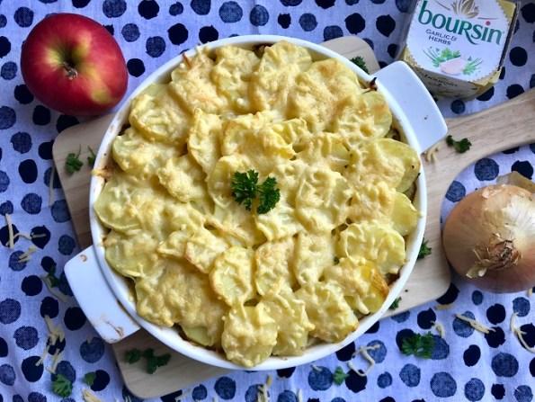 Witlofschotel met appel, rookspekjes en gehakt