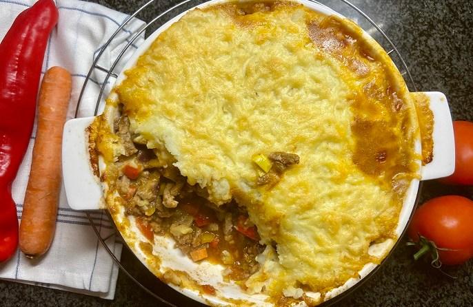 Shoarma ovenschotel met knoflook-aardappelpuree
