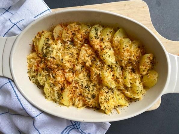 Aardappelschijfjes met kaas, paprika en Provençaalse kruiden