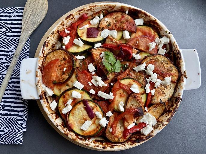 Griekse groenteschotel met feta