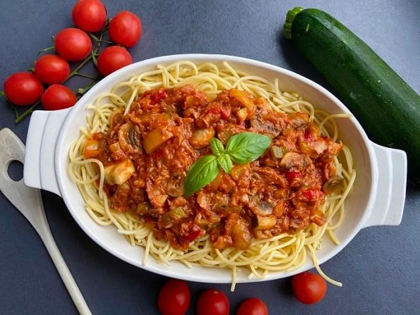 spaghetti in tomaten-tonijnsaus