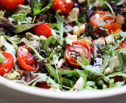 Italiaanse salade met tomaat en mozzarella