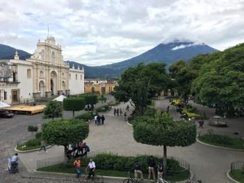 Antigua. Plaza Mayor e la nuova cattedrale di San José