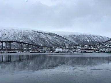 Tromsø, la vista sulla Cattedrale dell'Artico dal porto